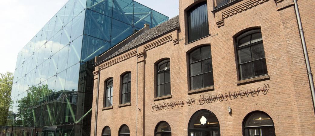 buitenkant entree gebouw damastweverij TextielMusuem