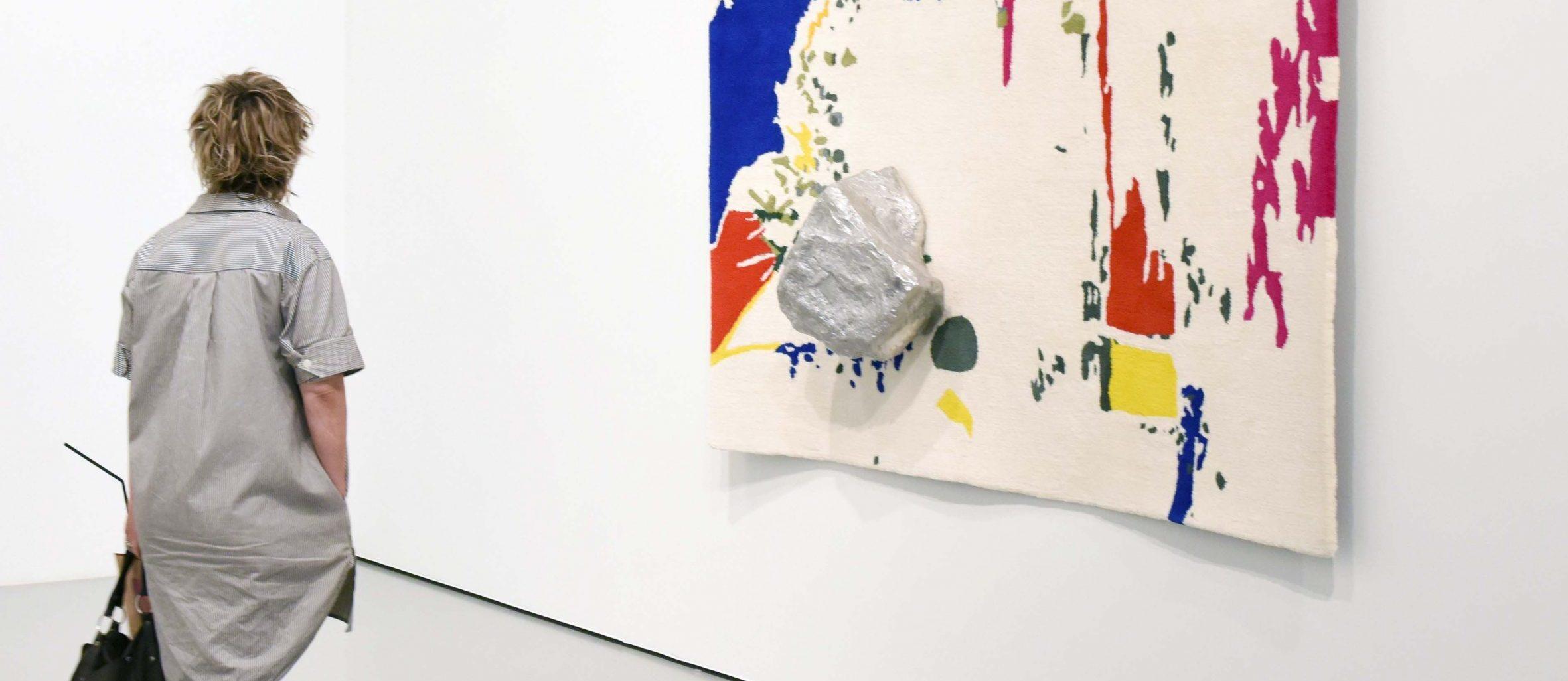 Visitor with the artwork of Saskia Noor van Imhoff. Photo: Diewke van den Heuvel