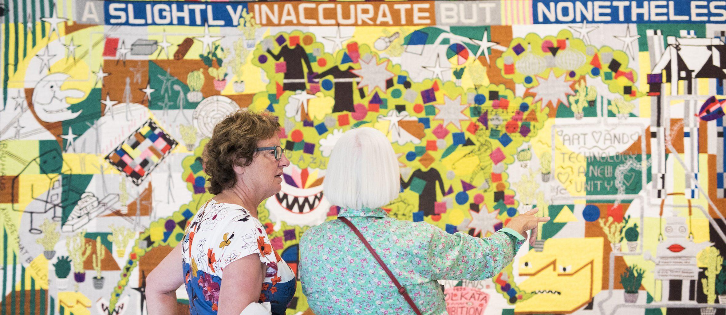 Bezoekers in de tentoonstelling Bauhaus&
