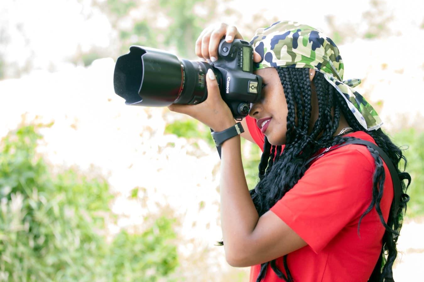 persoon met grote camera