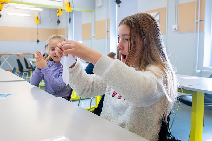 kinderen tijdens workshop toverend textiel